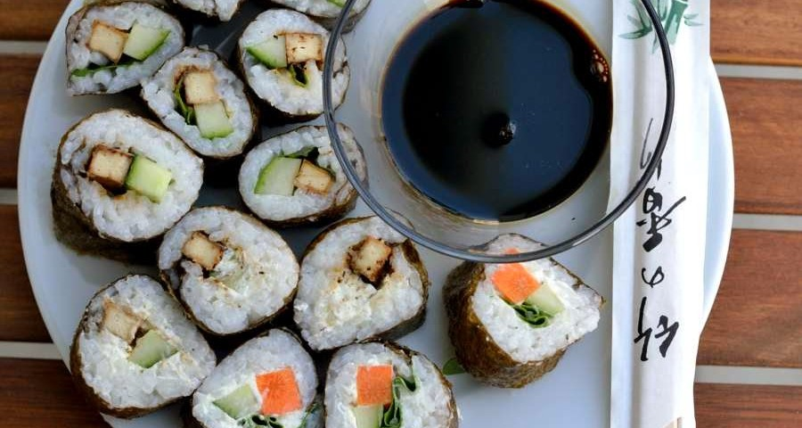 Sushi marinierter Räuchertofu