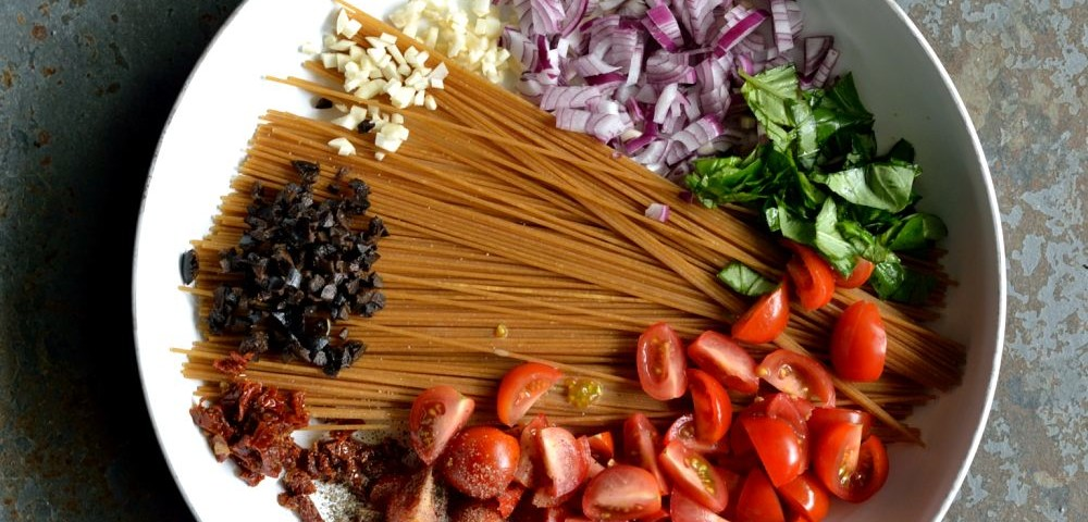 One Pot Pasta mit Oliven