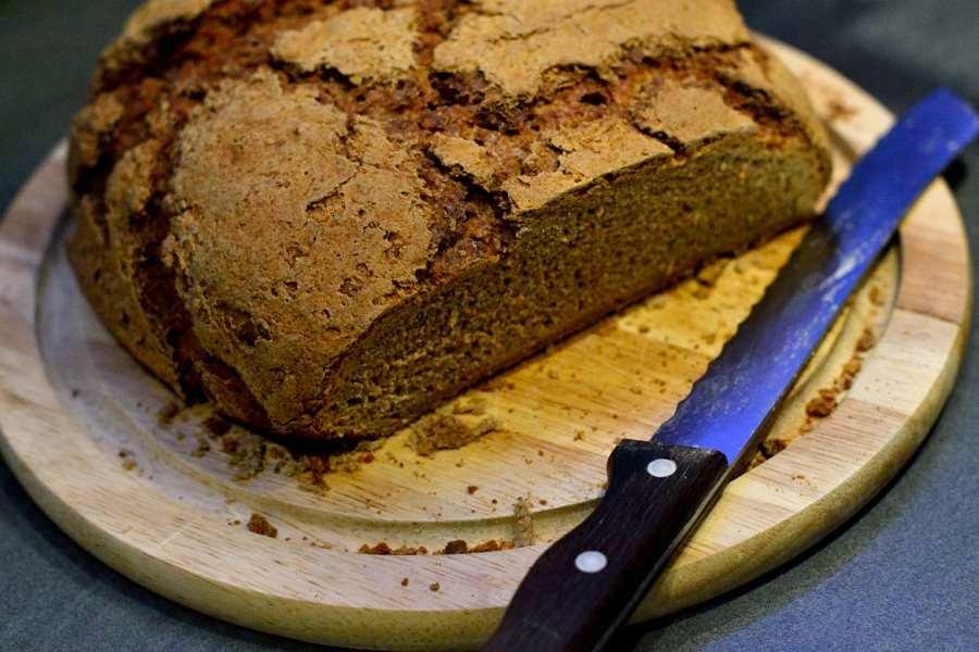 https://www.herbs-and-chocolate.de/2014/05/sauerteigbrot-mit-selbst-gezuchtetem.html