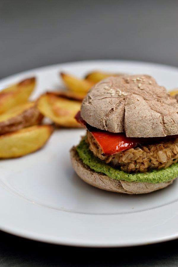 Rucola-Paprika-Burger mit Haferflocken-Patties