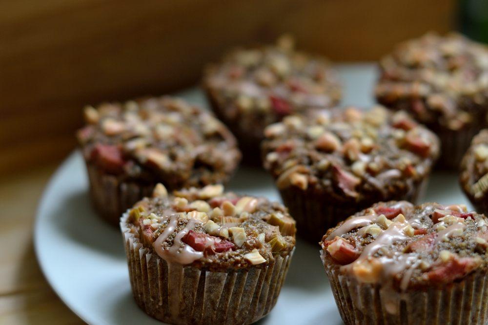 Rhabarbermuffins mit Mandeln und Aperol-Guss