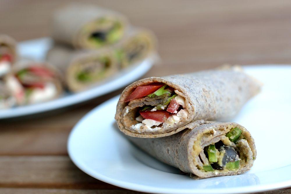 Galettes mit Hummus-Oliven- oder Feta-Tomaten-Füllung