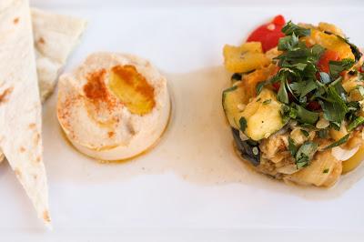 http://tofuliebe.blogspot.com/2015/07/gemuse-salat-mit-hummus-flotter-dreier.html