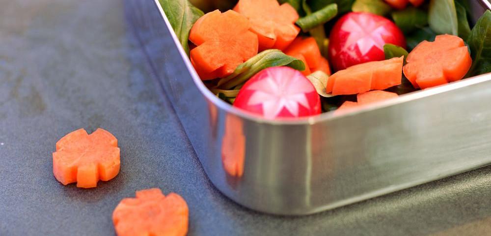 Bento Karotten-Blümchen Radieschen schnitzen