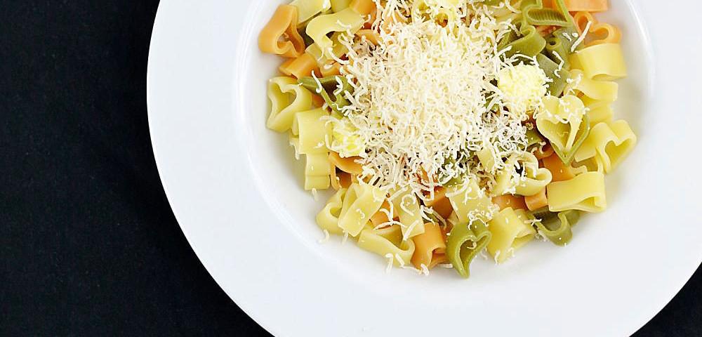 Nudeln mit Butter und Parmesan