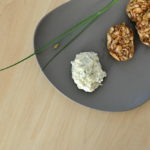Bärlauch-Dip zu gebratenen Brezenknödeln