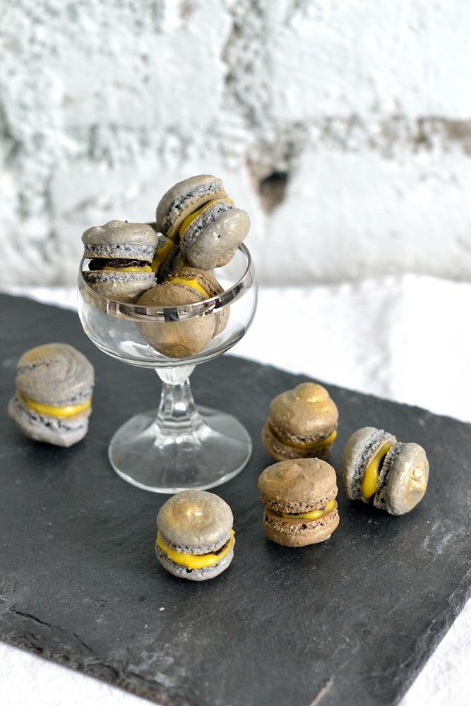 Eierlikör-Macarons mit Zartbitterschokolade