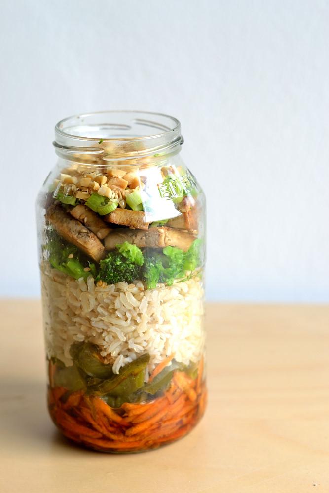 Salat im Glas asiatisch