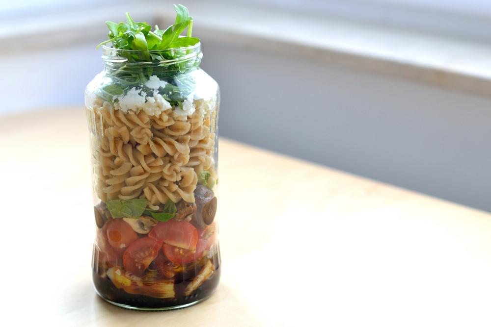 salat im glas i nudelsalat mit artischocke und champignons herbs chocolate. Black Bedroom Furniture Sets. Home Design Ideas