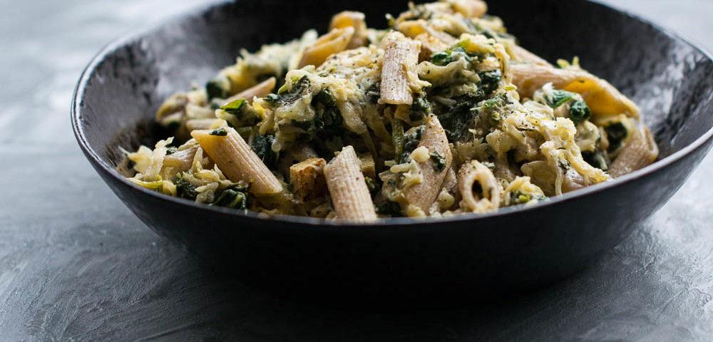 Käse-Sauerkraut-Nudeln mit Spinat