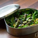 Mangoldsalat mit grünem Spargel und Rhabarberdressing – Saisonal schmeckt's besser