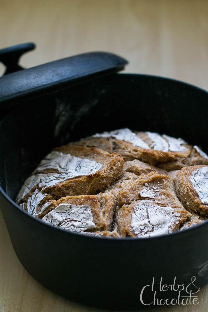 Vollkorn-Dinkelbrot mit Schrot - im Topf gebacken