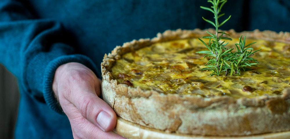 Chicoree-Quiche mit Birne und Camembert