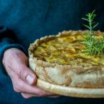 Chicorée-Quiche mit Birne und Camembert - Saisonal schmeckt's besser
